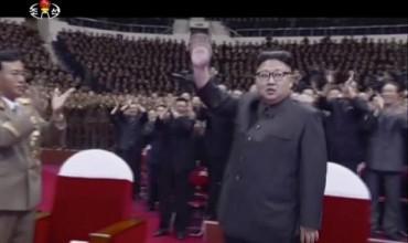 Ким Чен-ун разпуска сред народа (ВИДЕО+СНИМКИ)