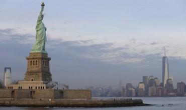 Статуята на свободата позеленя (ВИДЕО+СНИМКИ)