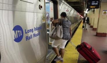 Влак дерайлира в Ню Йорк. Отново (СНИМКИ)