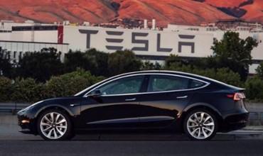 Първата Tesla Model 3 напусна завода