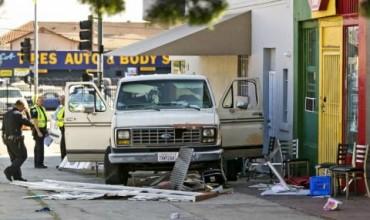 Ван се вряза в пешеходци в Лос Анджелис