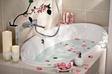 Стилен и добре планиран дизайн на баня в съвременен стил