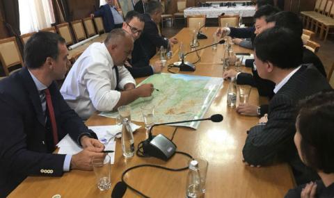 С АЕЦ, пристанища и магистрали блазним китайския бизнес