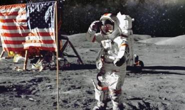 Съветник на Тръмп: Кацането на Луната е най-голямата измама!