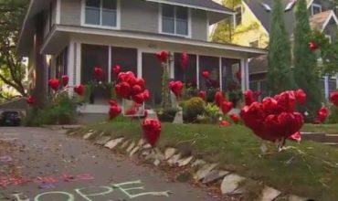 Съседи оставиха 101 балона в двора на жена, болна от рак (ВИДЕО)