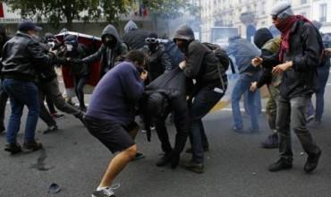 Сблъсъци и насилие на протест в Париж