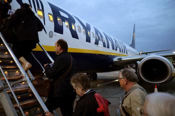 Защо Ryanair отменя полети