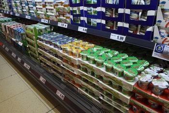 КЗК започва проверка на пет млечни фирми заради опаковки