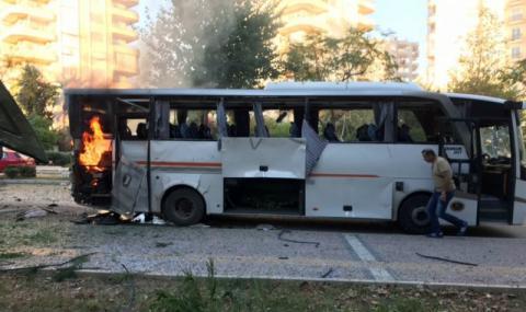 Бомбено нападение срещу турски полицаи