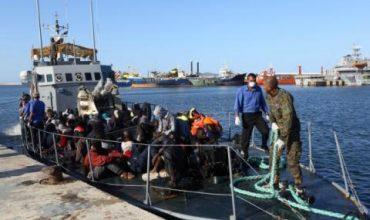 Стотици бежанци пристигат в Сицилия