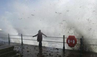 Смъртоносна буря удари Ирландия (СНИМКИ)