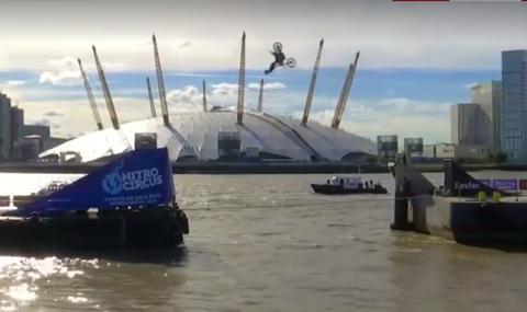 Травис Пастрана прелетя над Темза