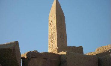 Обелиск на 4000 години бе открит край Кайро