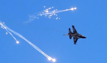 Израел бомбардира цели в Сирия