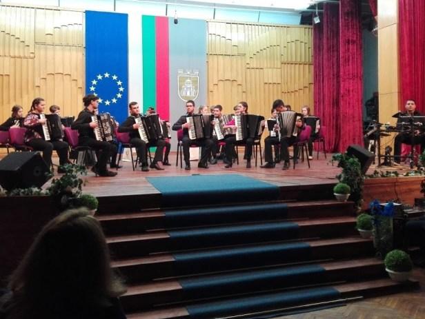 """Завърши второто издание на международен проект """"Български и немски акордеонисти – заедно в един оркестър, заедно на една сцена"""""""