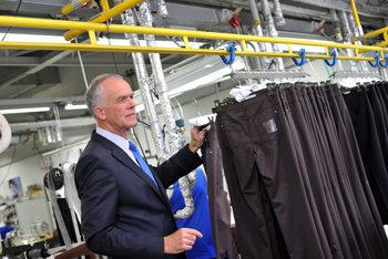 Фабриката на Ролман: Между растящите заплати и риска от затваряне