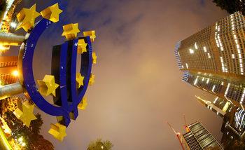 ЕЦБ обмисля да намали програмата си за стимули наполовина