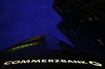Commerzbank наема консултанти заради инвеститоркия интерес към нея