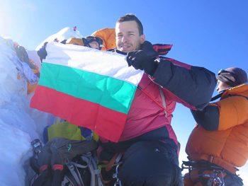 Българският алпинист Богдан Велев изкачи осемхилядника Манаслу