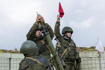 Русия забранява на войниците да си правят селфита по време на служба