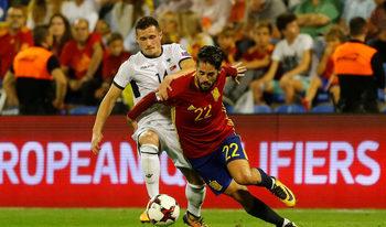 Испания се класира за световното, Италия се препъна срещу Македония у дома