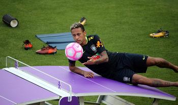 """Неймар иска УЕФА да извади """"Барселона"""" от Шампионската лига"""
