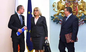 Прекратяването на консултативния съвет не работи в интерес на държавността, смята Цачева