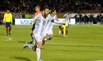 С три гола магьосникът Меси прати Аржентина на световното
