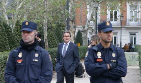Арести за каталунски министри