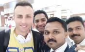 В Индия: Берба-мания още от летището!