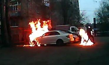 Подпалвач на коли се запали (ВИДЕО)