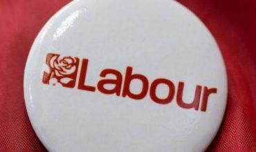 Умря лейбърист обвинен в сексуален тормоз