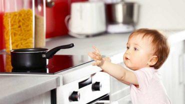 Правила за безопасна кухня, когато вкъщи има малко дете