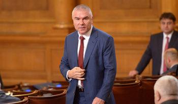 Над главата ми виси прокурорска бухалка, няма политически чадър, обяви Веселин Марешки