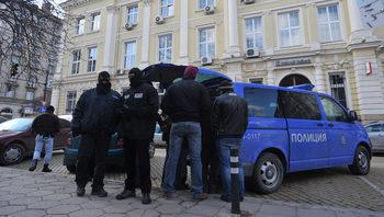 Полицията арестува петима души, сред които и непълнолетен, за разпространение на наркотици в София