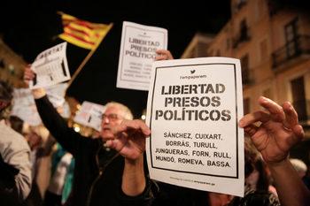 Пучдемон може да прекара 50 години в затвора, допусна испански съдия