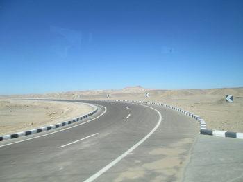 Пътища в пустинята