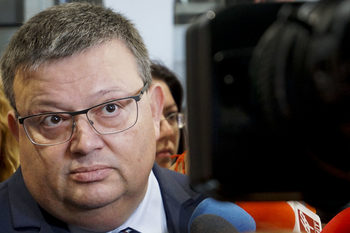 На правната комисия не й останало време да покани Цацаров и да го изслуша