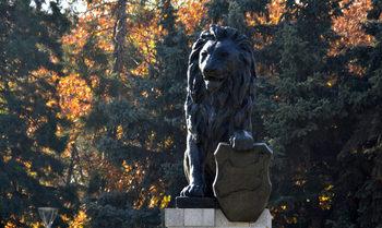Лъвът пред НДК не е повод за спор с Гърция, заяви министър Захариева