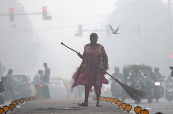 Фотогалерия: Как Ню Делхи се бори със смога