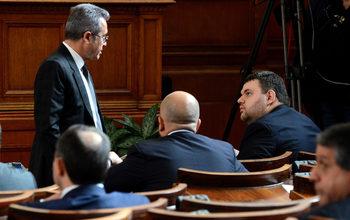 """Законът """"Пеевски"""" за КТБ мина в правната комисия с гласовете на ГЕРБ и ДПС и с арогантни реплики срещу професори"""