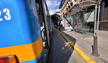 Жена е ударена от метален къс, докато чакала автобус в София