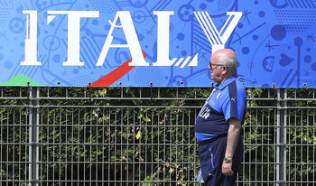 Шефът на италианския футбол се извини за провала и подаде оставка