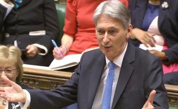 В годината преди Брекзит британската икономика ще се забави, предвижда новият бюджет