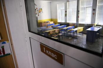След срещи на Десислава Радева в училища просветното министерство напомни, че е нужно съгласуване с институции и родители