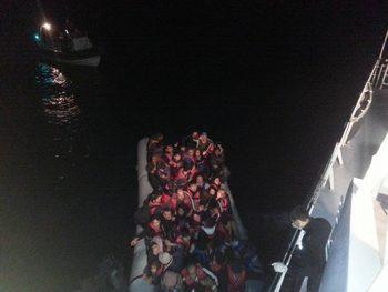 Български кораб спаси 120 мигранти край остров Лесбос