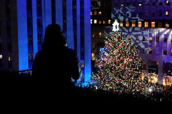 Снимка на деня: Коледата започва от Рокфелер център