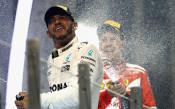 Хамилтън: Няма начин да ме видите във Ферари