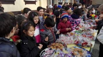 """Играчки, сувенири и сладки изкушения на Коледния базар в НУ """"Христо Ботев"""""""