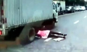 Роди ме, мамо, с късмет, пък ме хвърли под камион!